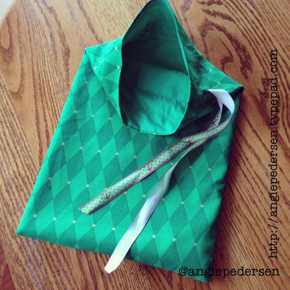 Handmade Christmas: Reusable Fabric Gift Bags (G33kGirl.Creative)